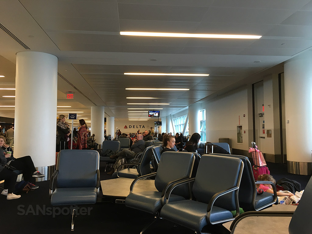 jfk airport terminal 4 seating area