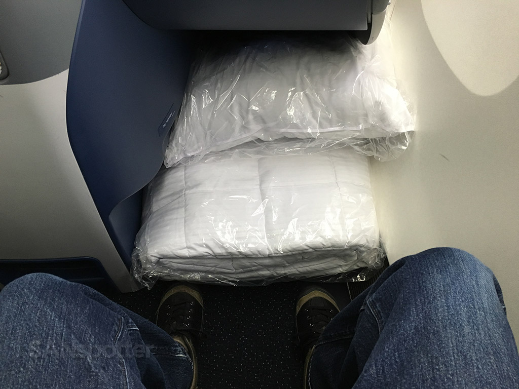 delta one business class pillow and duvet