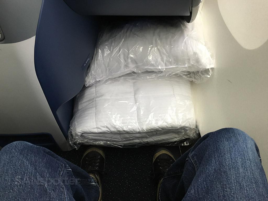delta one business class pillow and duvet