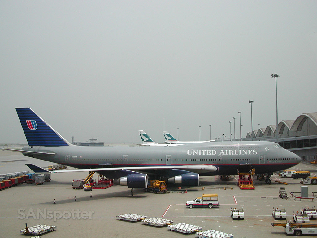 united airlines 747 in hong kong