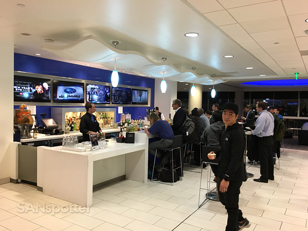 delta sky club lax bar
