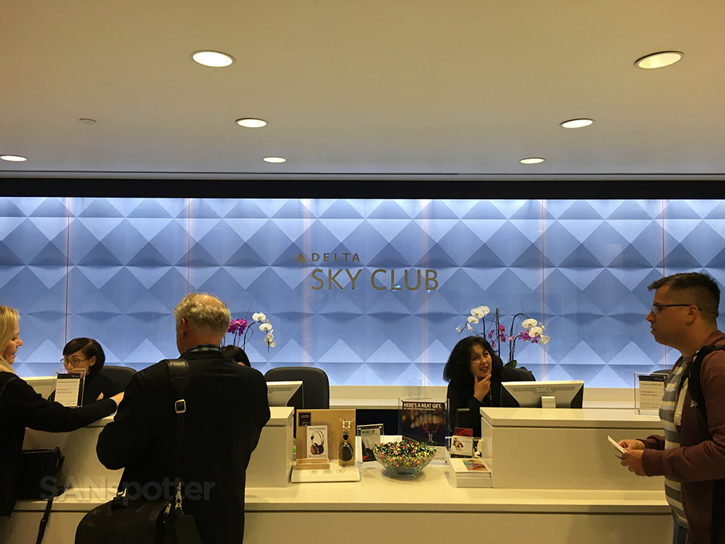 delta sky club check in desk