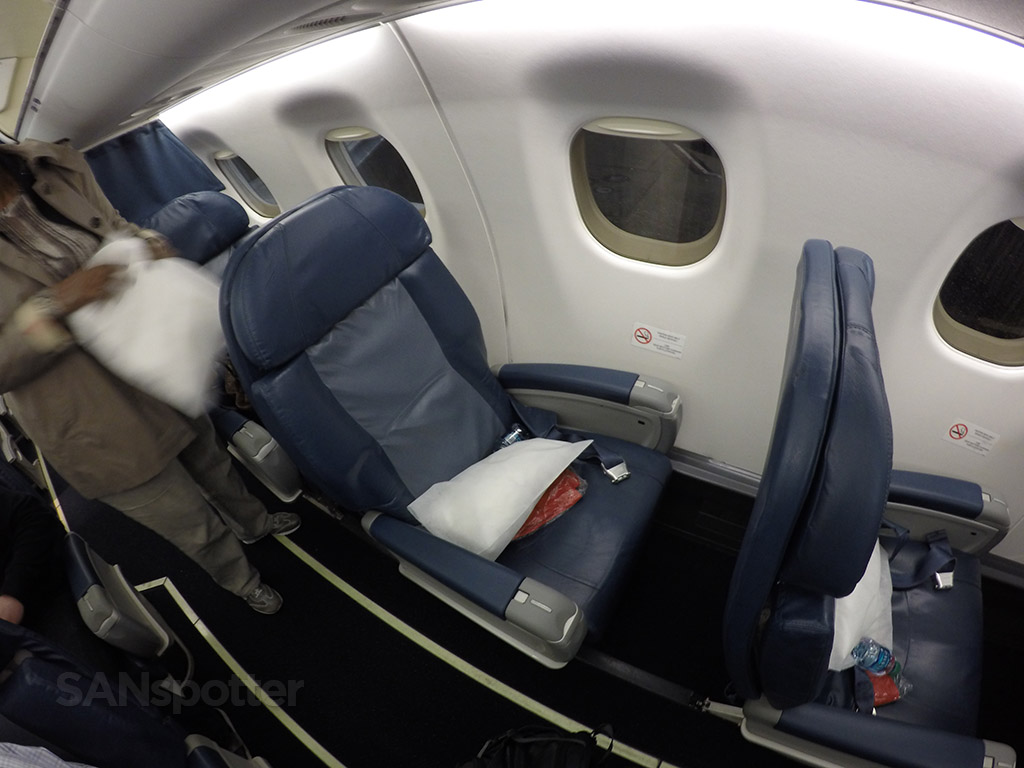 delta connection erj-175 first class cabin