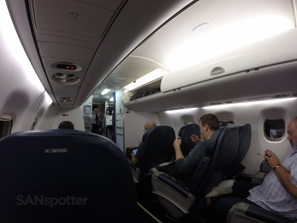 delta airlines first class cabin erj-175