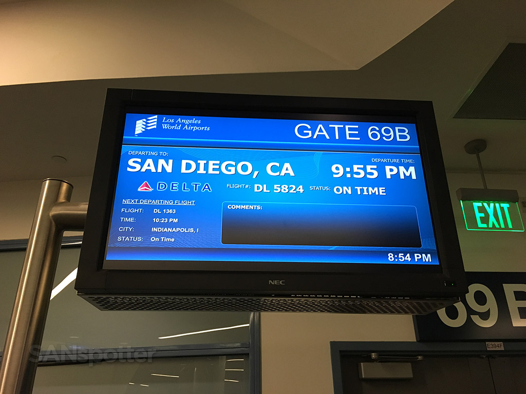lax flight information board