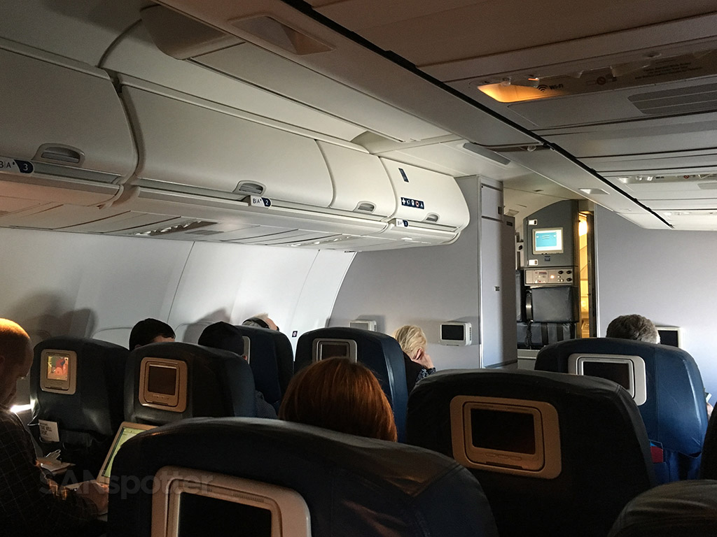 delta 737-800 first class cabin in flight