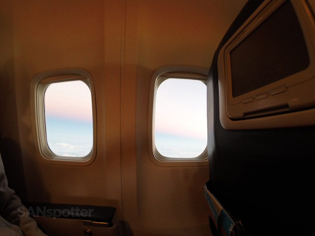 737-800 Windows