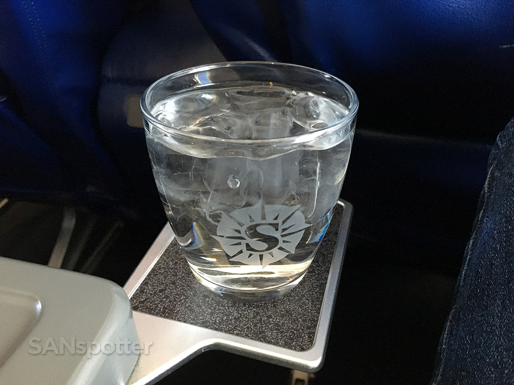 sun country airlines first class drink glasses