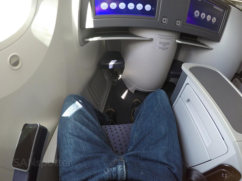 aeromexico 787 premier class foot room