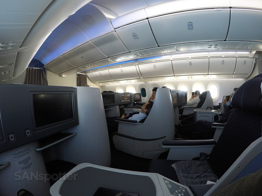 aeromexico blue mood lighting 787