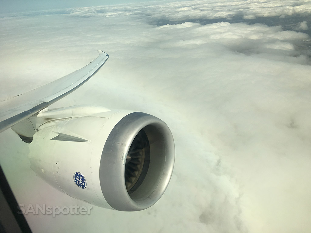 aeromexico 787 climbing through the clouds