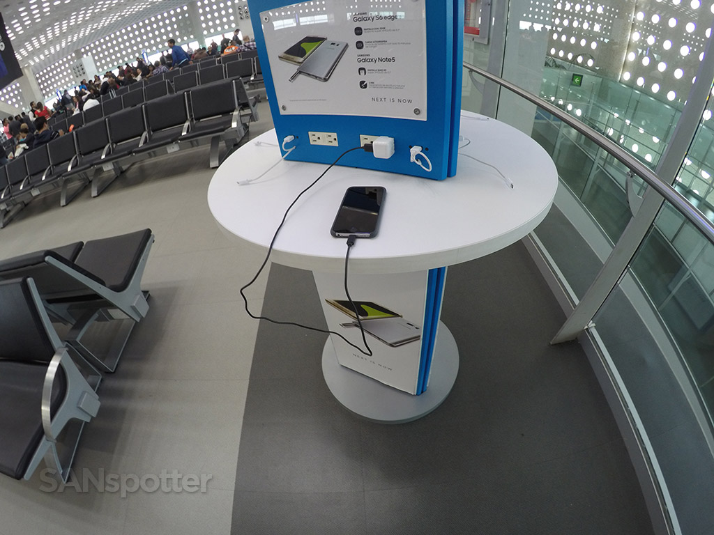 mexico city airport mobile charging stations
