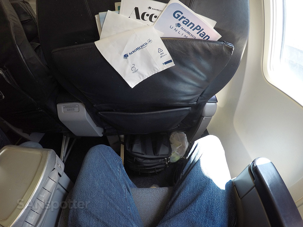 aeromexico 737-700 business class seat pitch