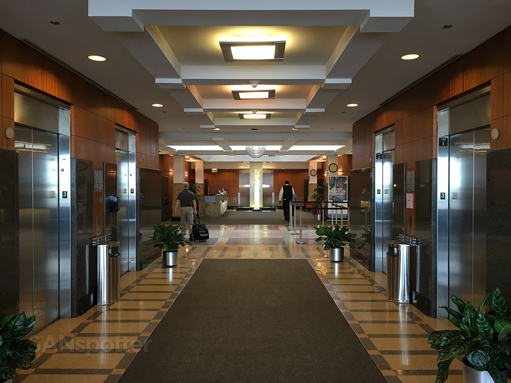 admirals club o'hare main entrance