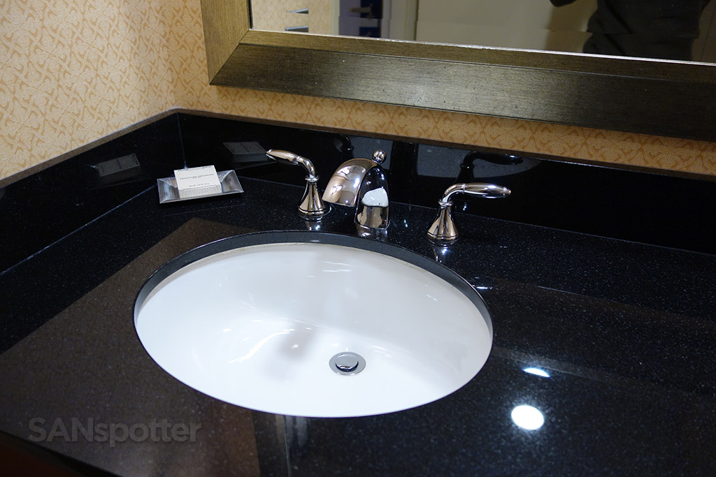 hilton chicago O'Hare bathroom sink
