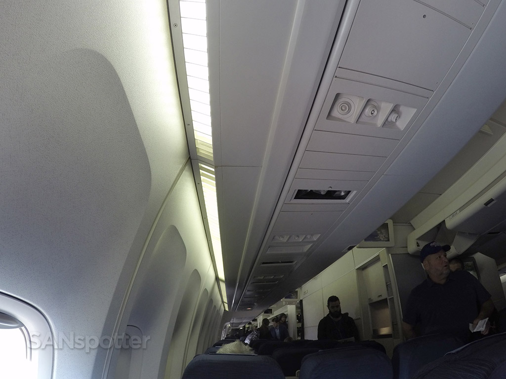 united 747-400 cabin ceiling
