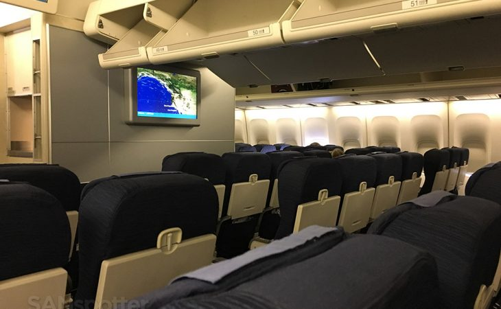 united airlines 747-400 economy class cabin