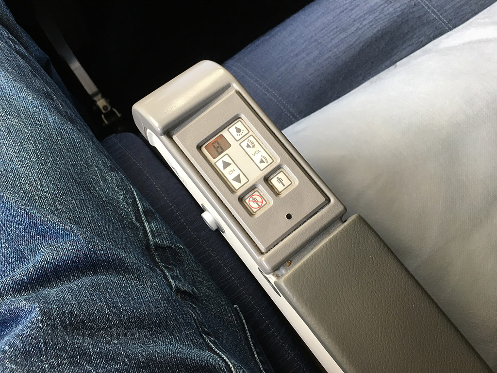 united airlines 747-400 center arm rest controls economy class