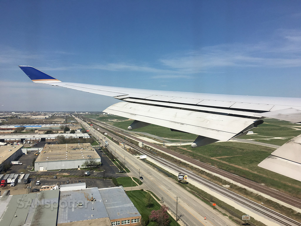 landing at ORD united airlines 747-400