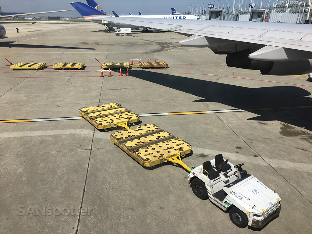 747-400 cargo pallet chicago ohare