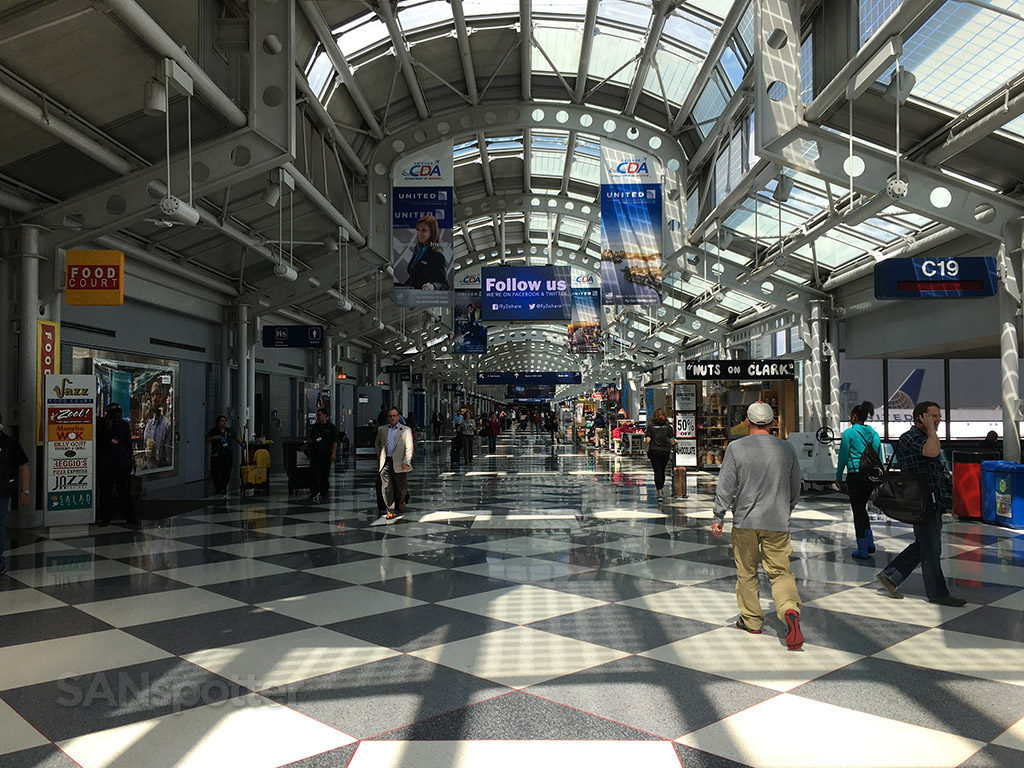 chicago o'hare united airlines terminal interior