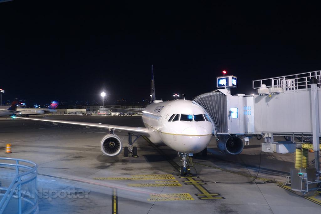 united a320 n462ua san diego airport