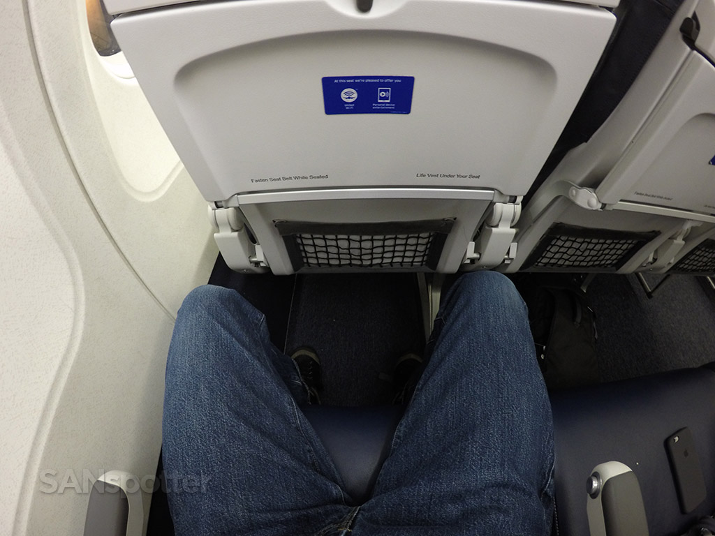 united a320 seat pitch economy class