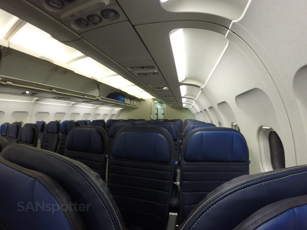 united airlines a320 economy class cabin