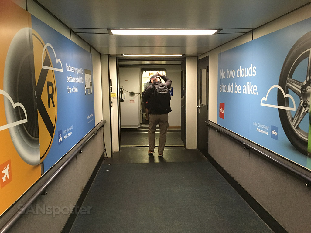 san francisco airport jet bridge