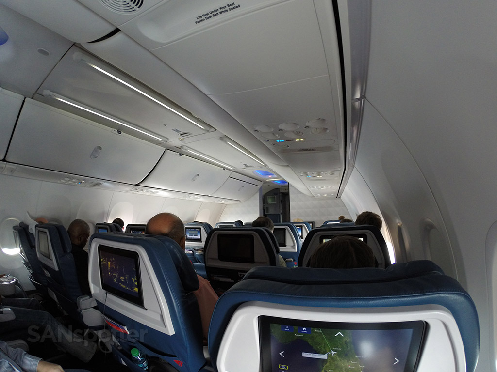 delta airlines 737-900 first class cabin
