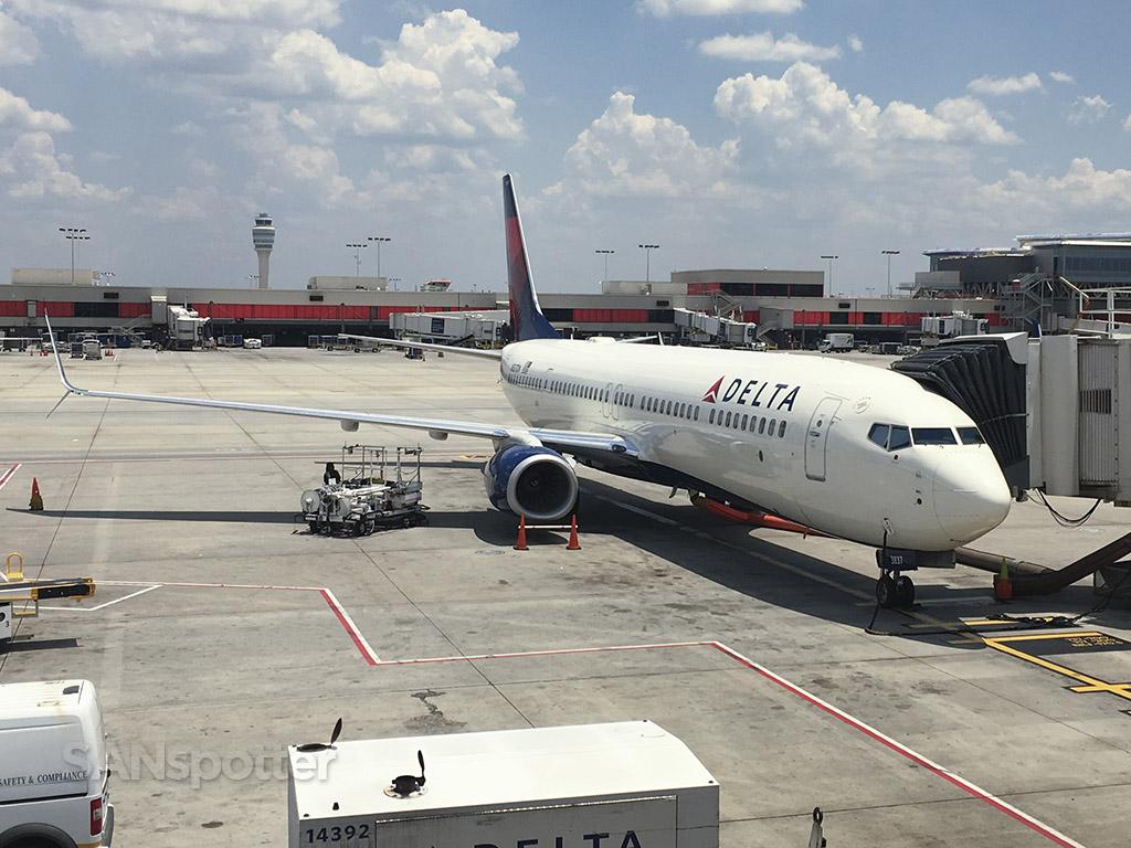 N837DN 737-900 ATL