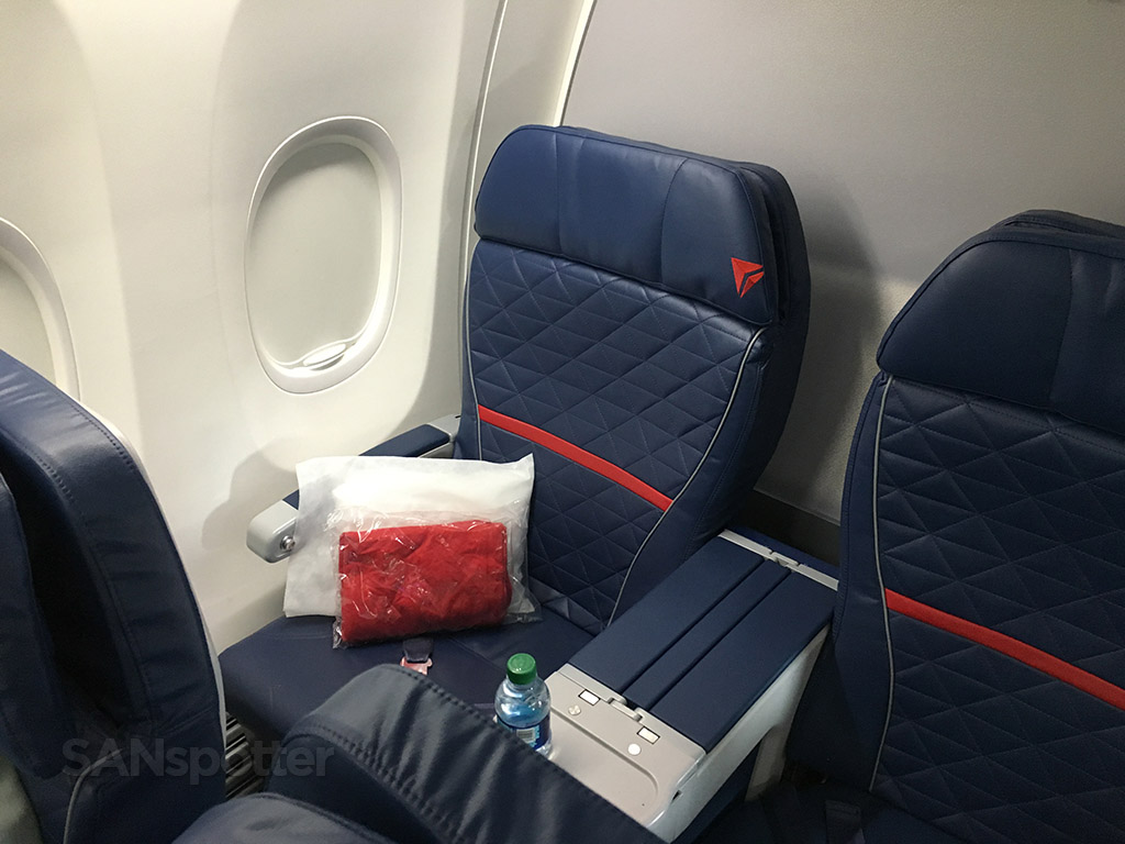 delta airlines 737-900 first class seat