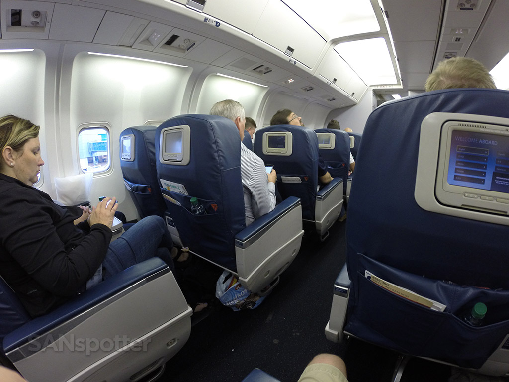 delta airlines 767-300 first class cabin