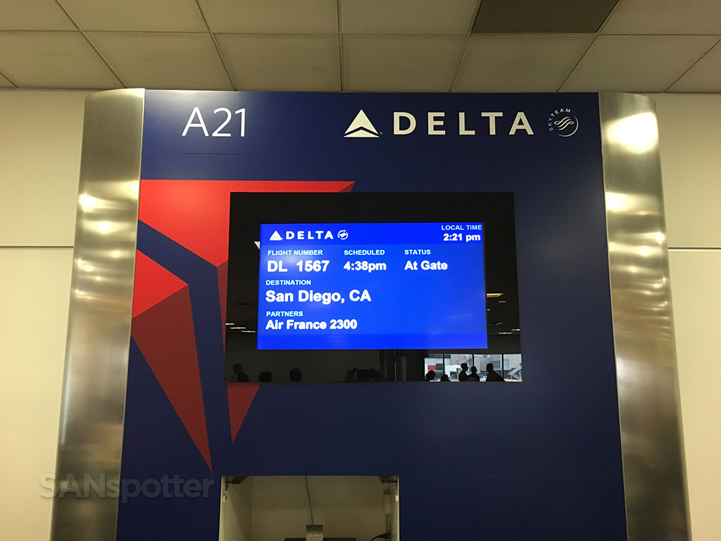 delta airlines flight information display atlanta airport