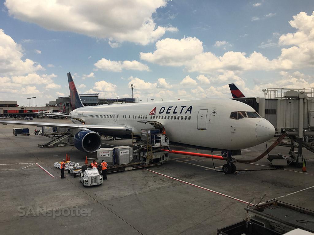 delta 767-300 cargo loading ATL