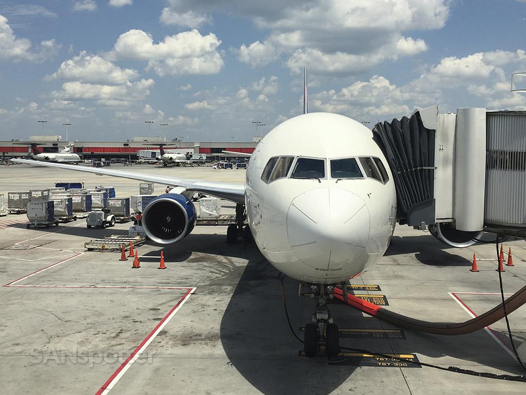 delta 767-300 at gate ATL