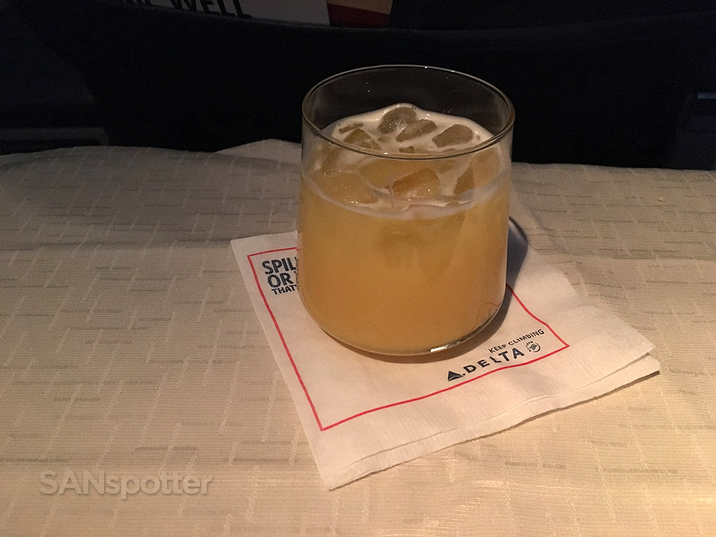 delta airlines first class beverage service