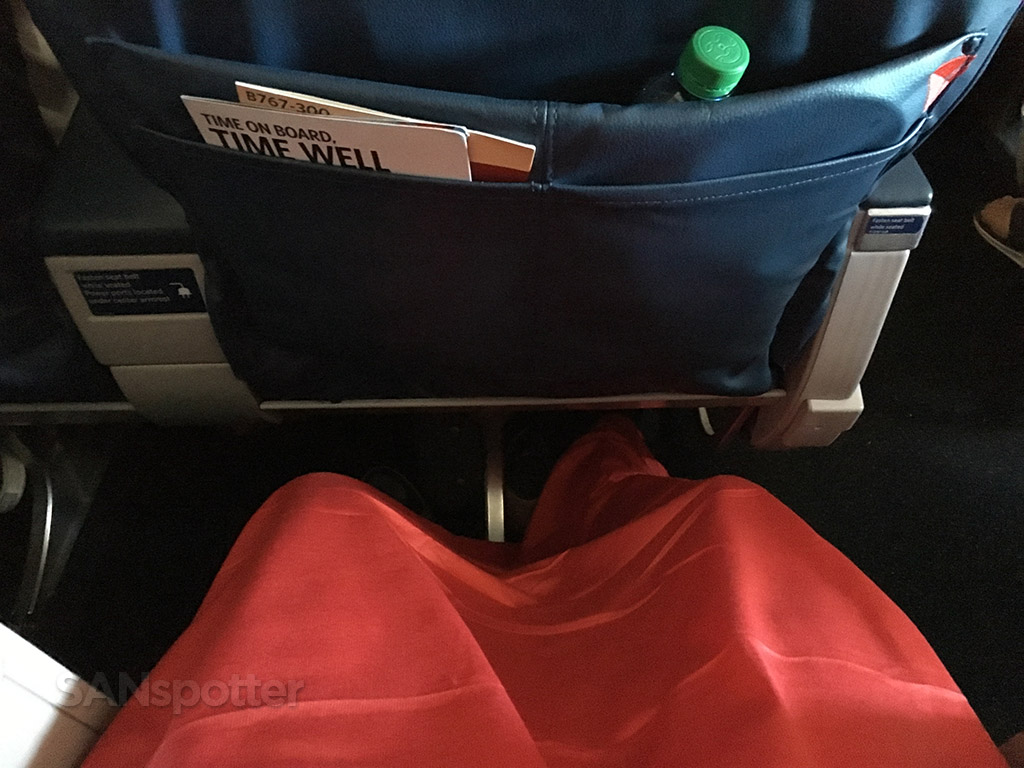 red delta airlines blanket