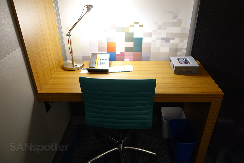 aloft hotel work desk table
