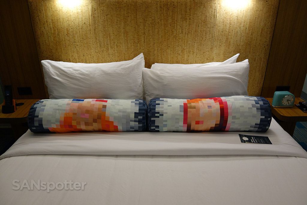 aloft hotel bed pillows