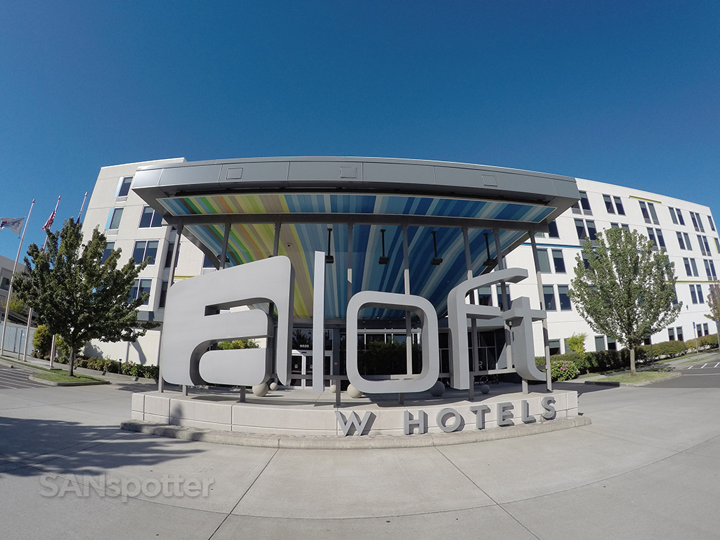 Aloft PDX main entrance