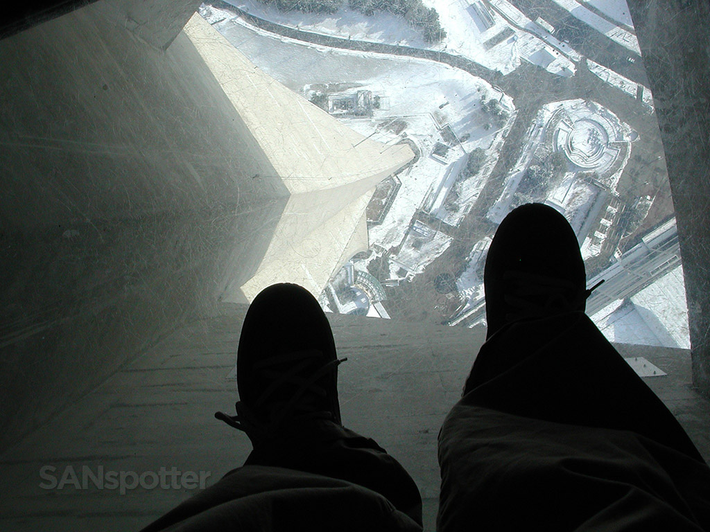 cn tower transparent floors