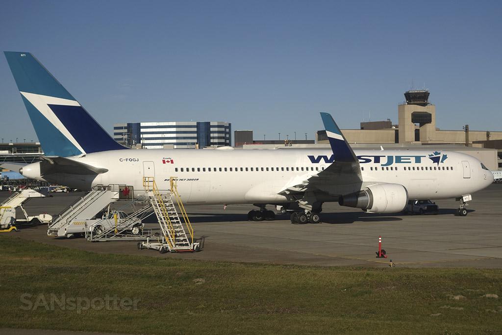 WestJet 767-300 C-FOGJ