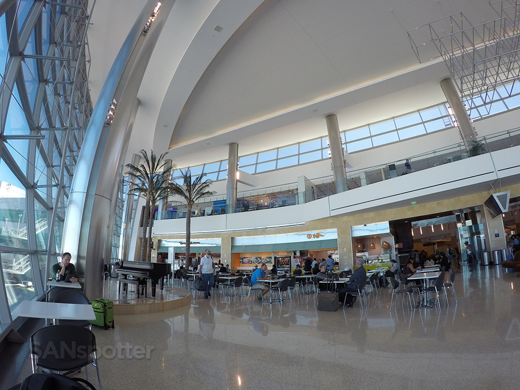 san diego airport terminal 2 food court