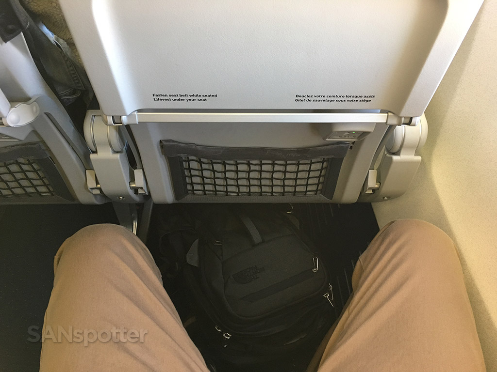 westjet 737-700 seat pitch