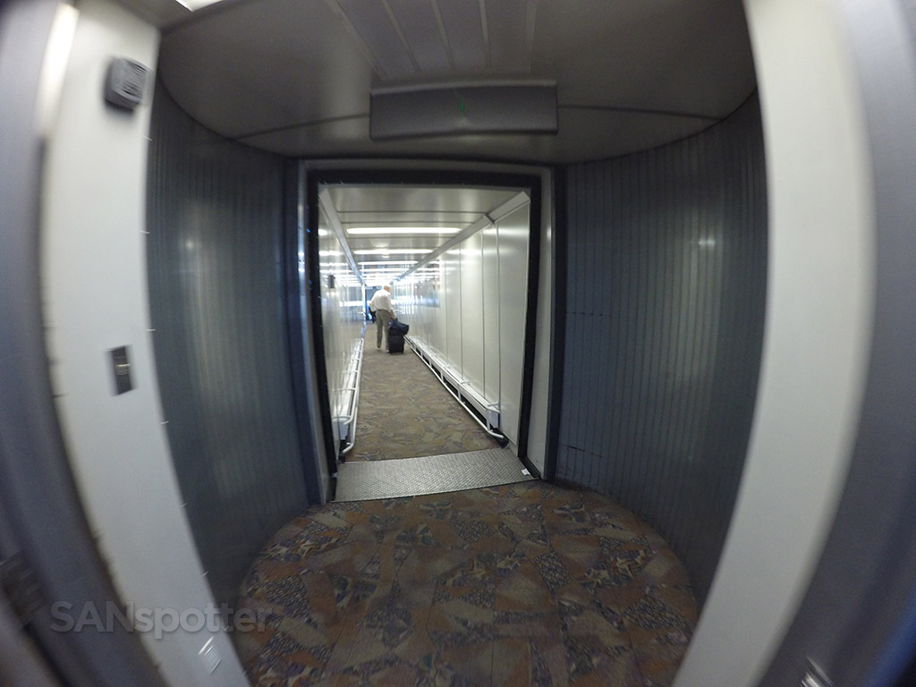 calgary yyc airport jet bridge