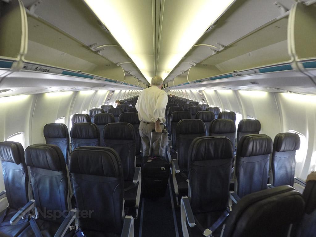 Westjet 737-700 economy class