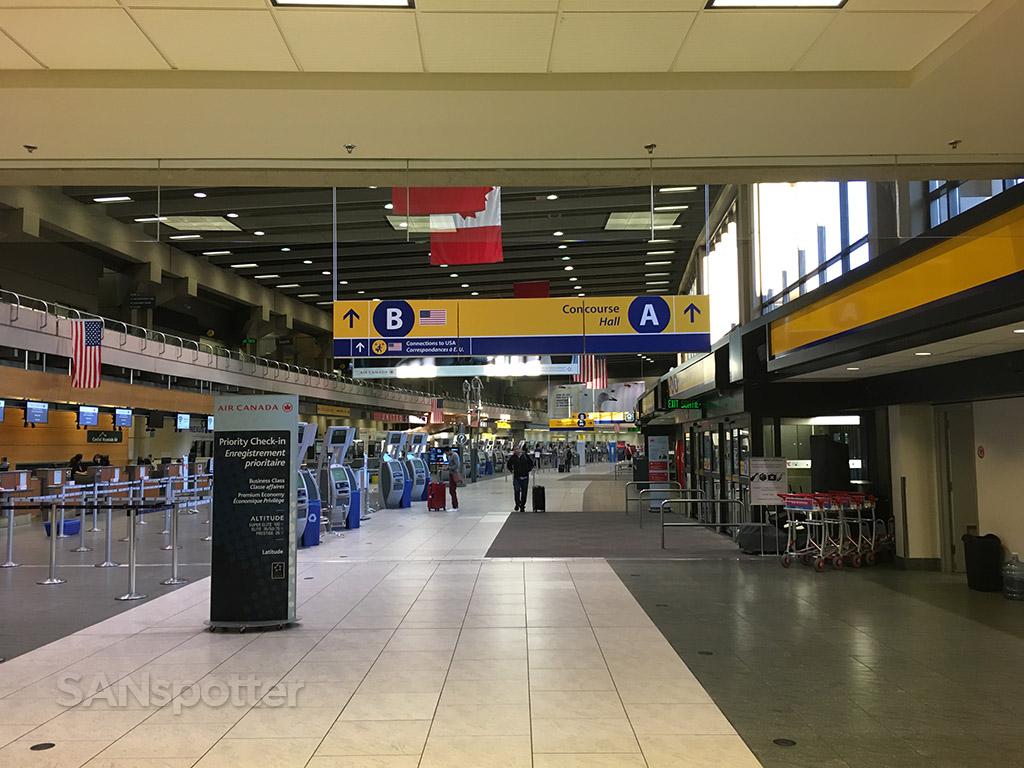 calgary airport main terminal yyc