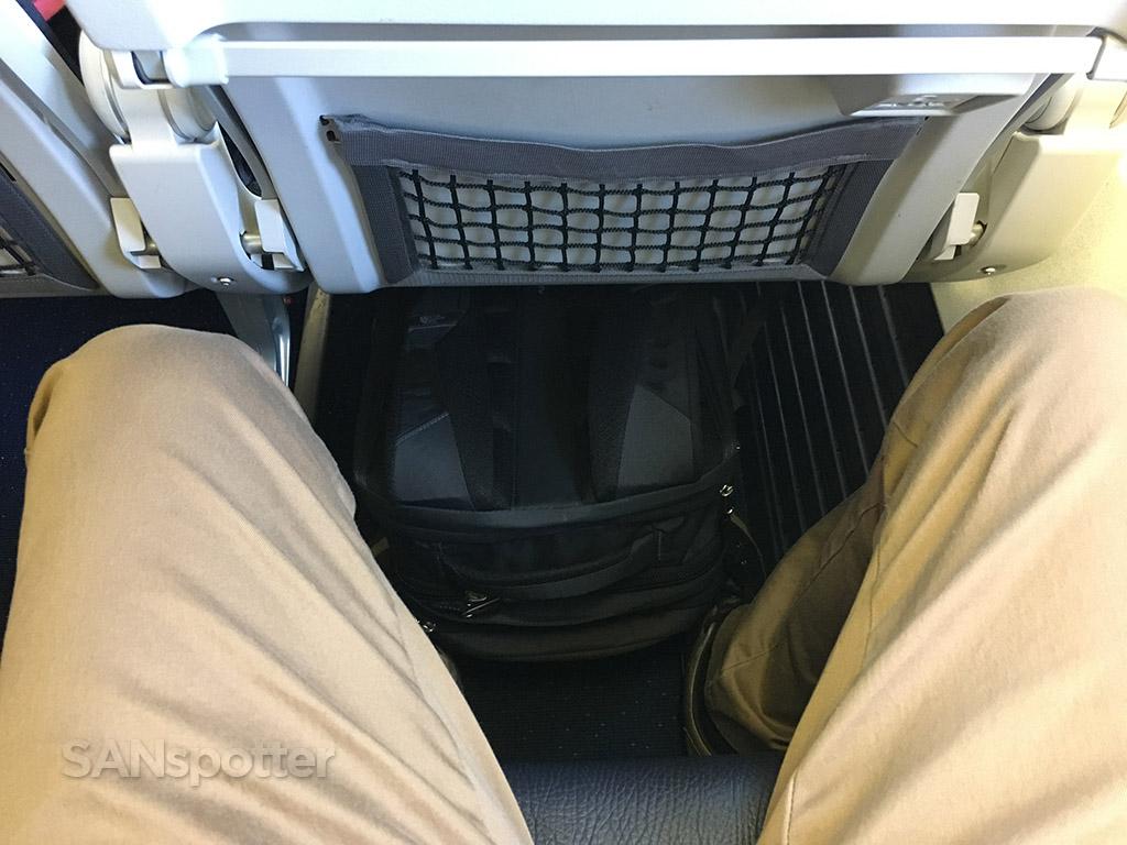 westjet 737-700 economy class seat pitch