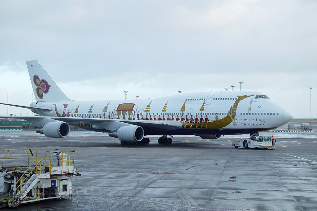 Thai Airways 747-400 in they Royal Barge livery